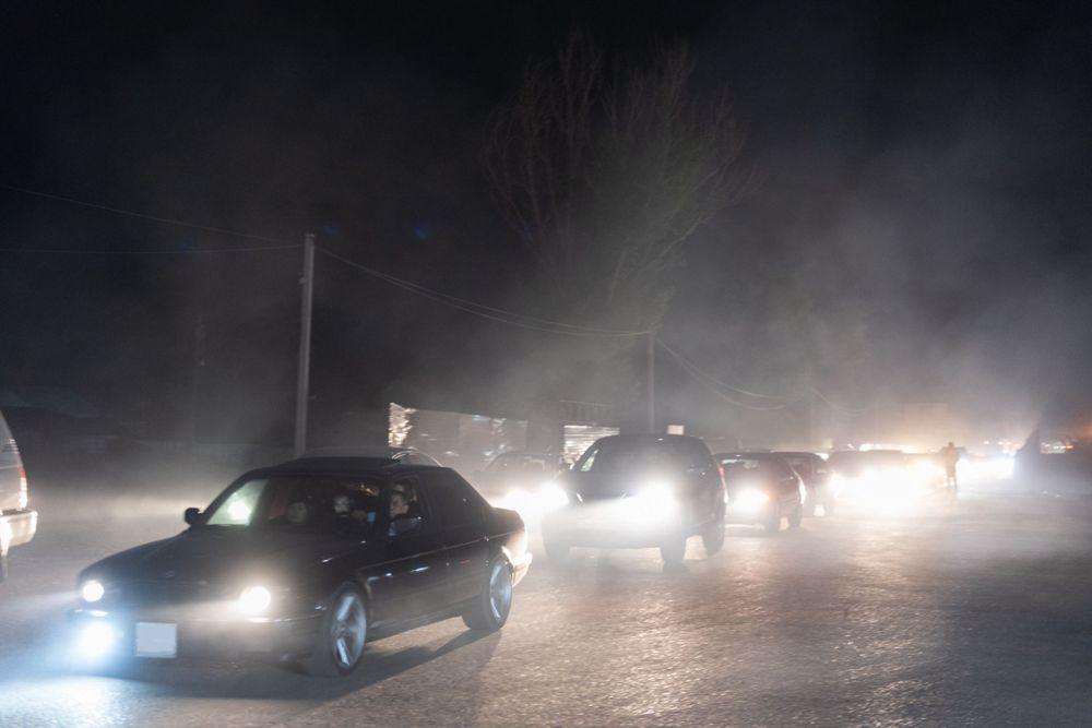Поток машин после снятия блокпоста в Алматы