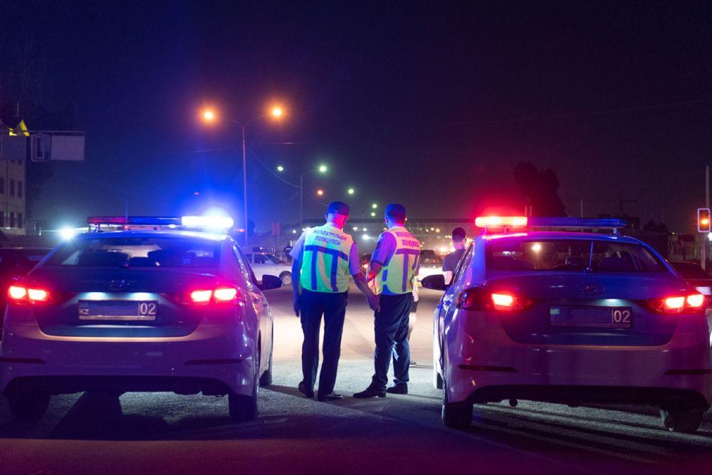 Полицейские готовятся к снятию блокпоста в Алматы