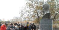 Памятник народному герою Кореи Хон Бом До в Кызылорде