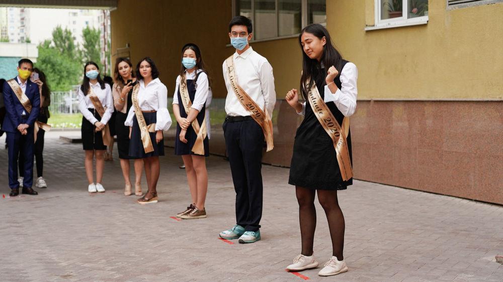 Выпускникам в Нур-Султане вручили аттестаты
