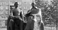 Шоқан Уәлиханов және Ф.М.Достоевский мүсіні, архивтегі сурет