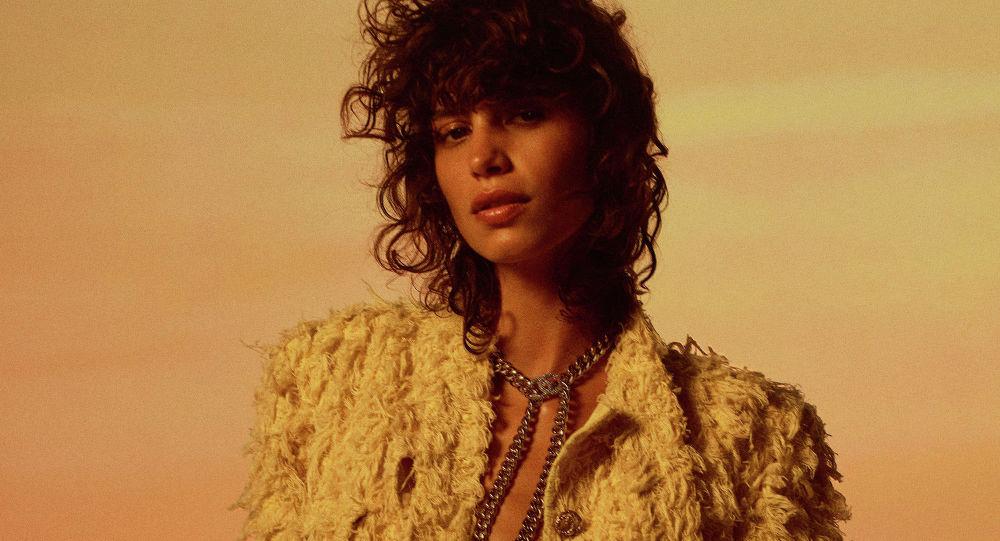 Chanel представили показ-видеолукбук новой круизной коллекции