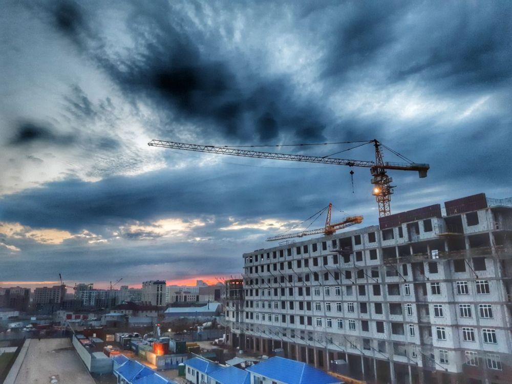 Вечернее небо над новостройками столицы