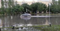 Улицу Ташенова затопило после дождя