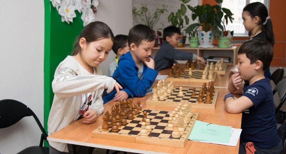 Дети из многодетных и малообеспеченных семей занимаются в секциях и кружках дворовых клубов