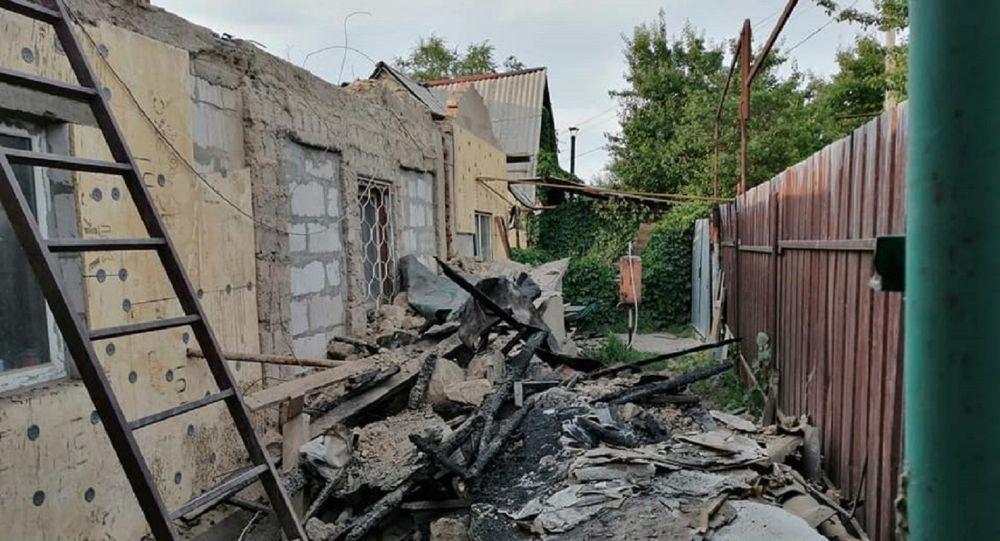 Дом со сгоревшей крышей