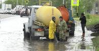 Приплыли: столицу Казахстана опять затопило после ливня – видео
