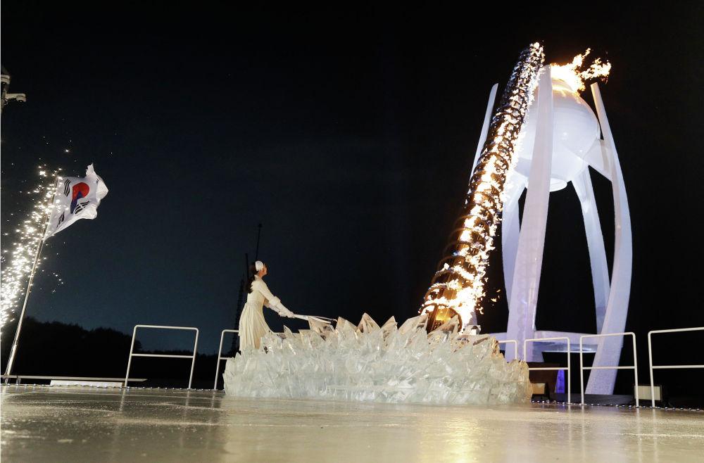 Зажжение огня Олимпиады 2018 в Пхенчхане