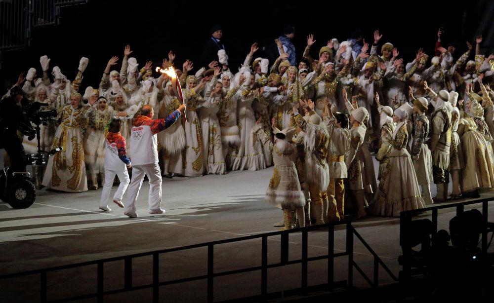 Зажжение огня Олимпиады 2014 в Сочи