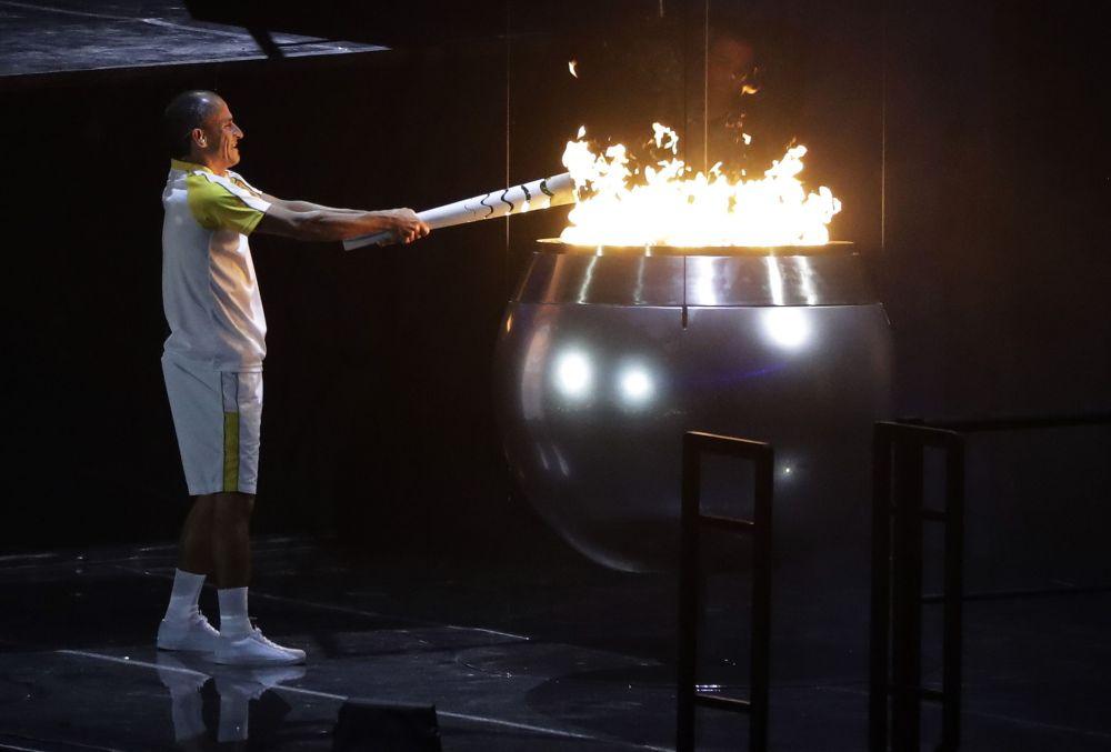 Зажжение огня Олимпиады 2016 в Рио-де Жанейро