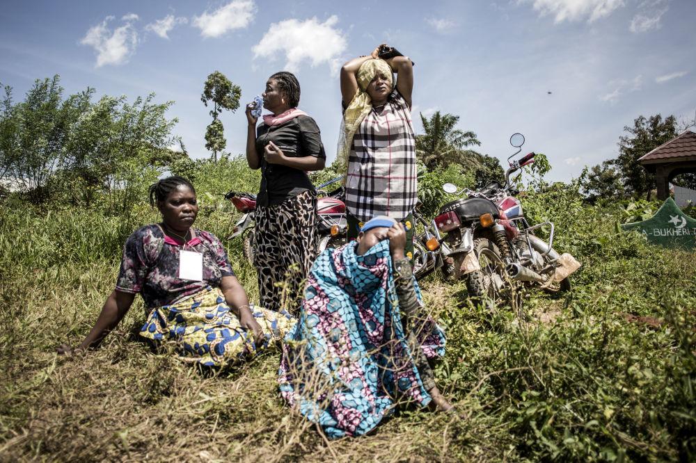 Андрей Стенин атындағы конкурстың Үздік жаңалықтар. Суреттер сериясы номинациясының қысқа тізіміне енген оңтүстік африкалық фотограф John Wessels-тің Эбола: Конго демократиялық республикасы туындысы.