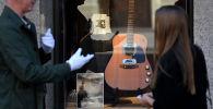 Гитару Курта Кобейна продали за рекордные $6 миллионов