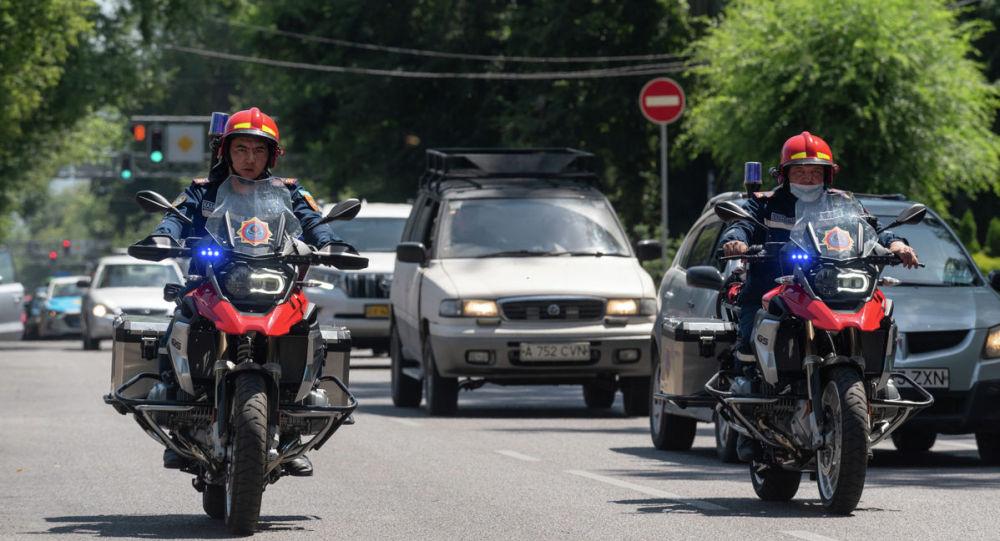 Алматының мотоциклдегі өрт сөндірушілер экипажы
