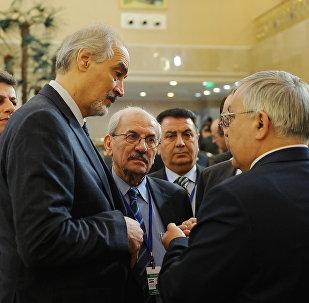 Руководитель правительственной делегации Сирии, постоянный представитель Сирии при ООН Башар Джаафари перед началом переговоров