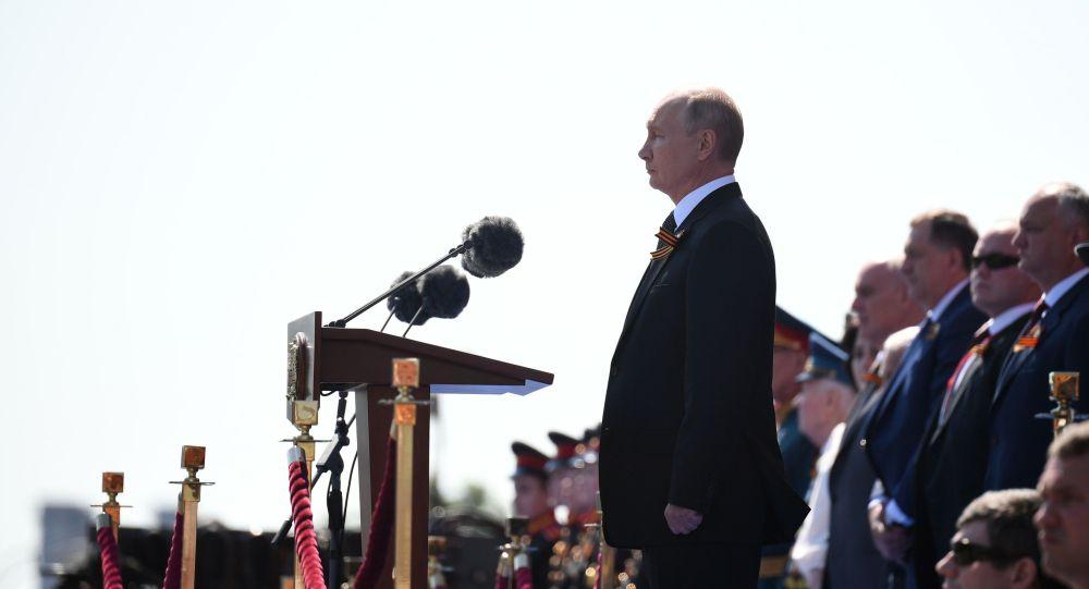 Владимир ПутинЖеңіс парадына қатысты