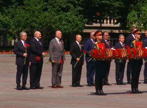 Президенты возложили цветы к Могиле Неизвестного солдата
