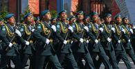 Казахстанские военные прошли по Красной площади во время парада Победы