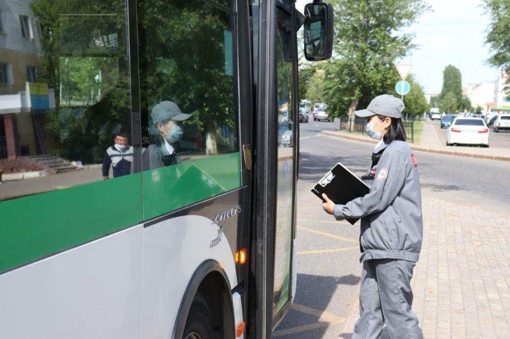 Проверка билетов у пассажиров общественного транспорта