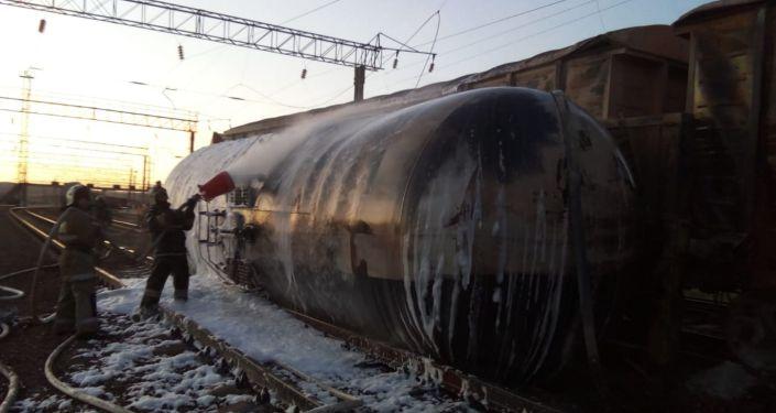 Цистерна с ГСМ опрокинулась на железной дороге в районе станции Шокпар