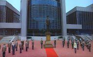 В Национальном университете обороны торжественно открыли монумент первому президенту Казахстана