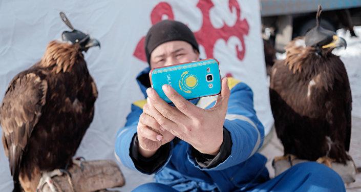 Архивное фото участника фестиваля Беркутчи в Казахстане