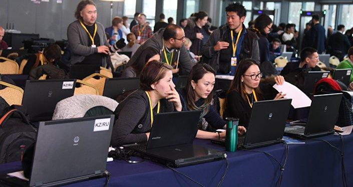 Казахстанские журналисты шлют срочные новости своим информационным агентствам