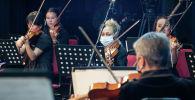 Симфонический оркестр ГАТОБ соблюдает социальную дистанцию при рассадке