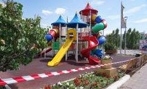 Детская игровая площадка, архивное фото
