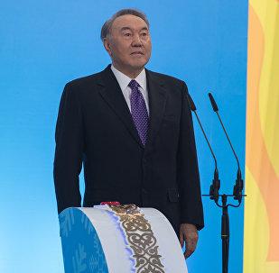 Президент Казахстана Нурсултан Назарбаев дал старт в Астане эстафете огня Всемирной зимней универсиады-2017