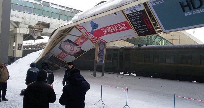 Металлический навес обрушился на ж/д вокзале Астаны