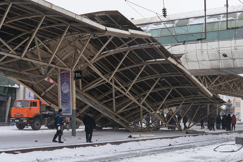 Обрушения навеса на вокзале Астаны