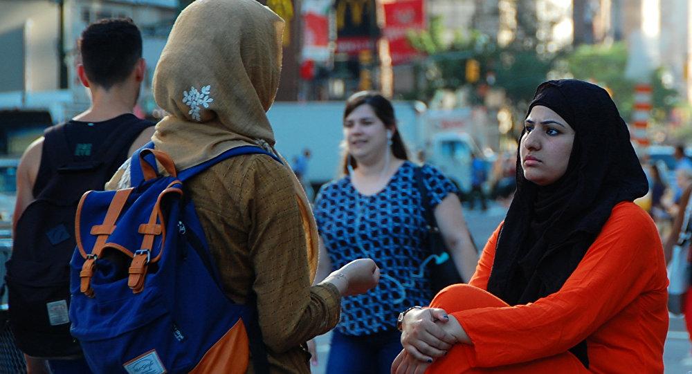 Хиджаб киген қыздар