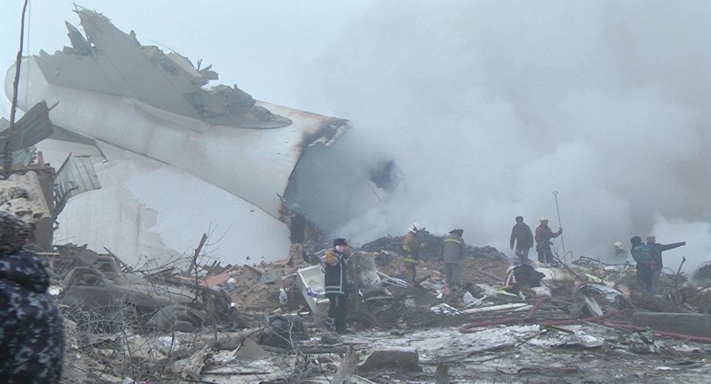 Первые кадры с места крушения грузового самолета — ЧП под Бишкеком