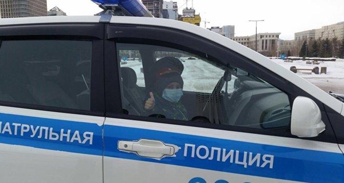 Нурасыл прокатился на полицейском авто в Астане