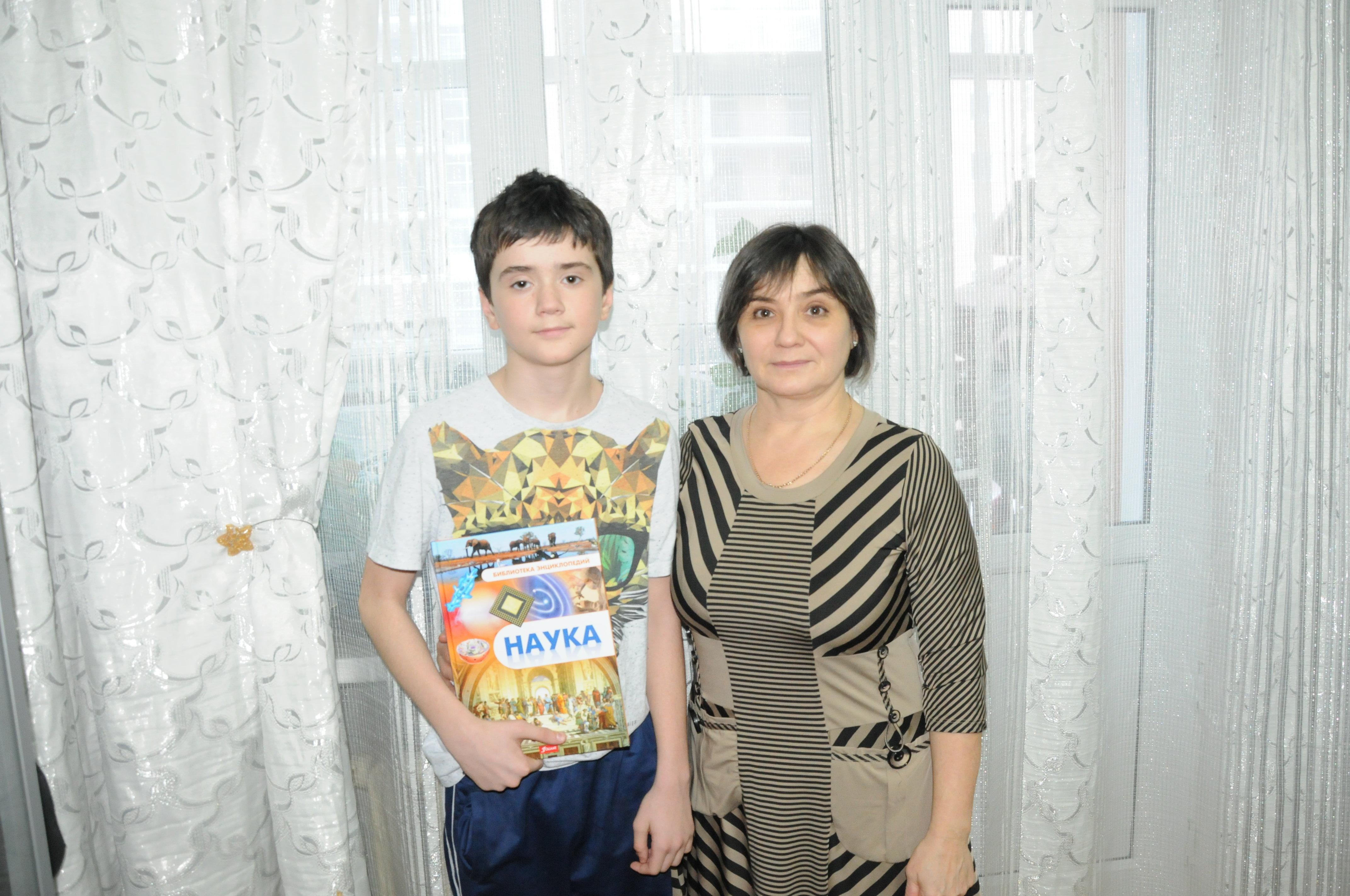 Сергей Лупанов со своей мамой