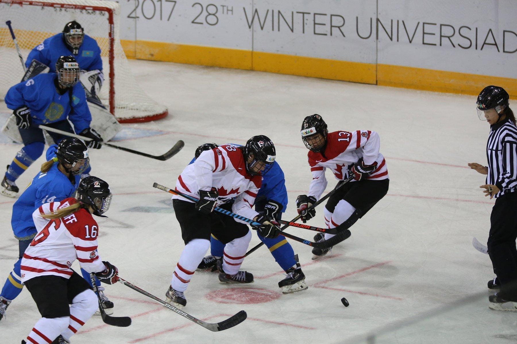 Женский хоккей на Универсиаде в Алматы. Казахстан - Канада.
