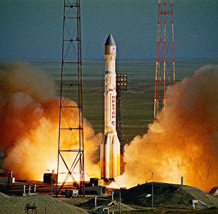 Старт ракеты-носителя Протон с космодрома Байконур. Архивное фото