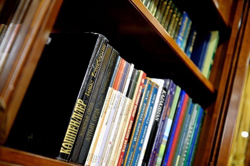 Ақорданың баспасөз қызметі Нұрсұлтан Назарбаевтың кітапханасын көрсетті