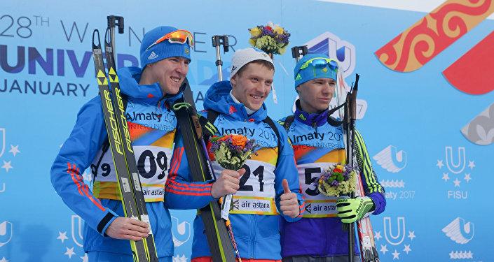 Биатлон - мужской спринт - Церемония награждения - Семен Сучилов, Дмитрий Иванов, Роман Еремин (справа)