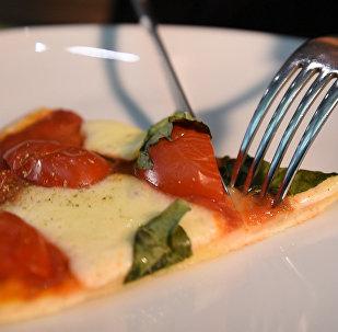 Италиядан махаббатпен: бес минуттық Капрезе пиццасы