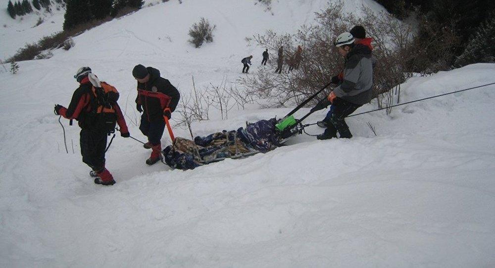 Прикарпатським рятувальника вдалося розшукати тіло туриста, який загинув напередодні в районі гори Піп Іван