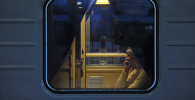 Архивное фото пассажира поезда