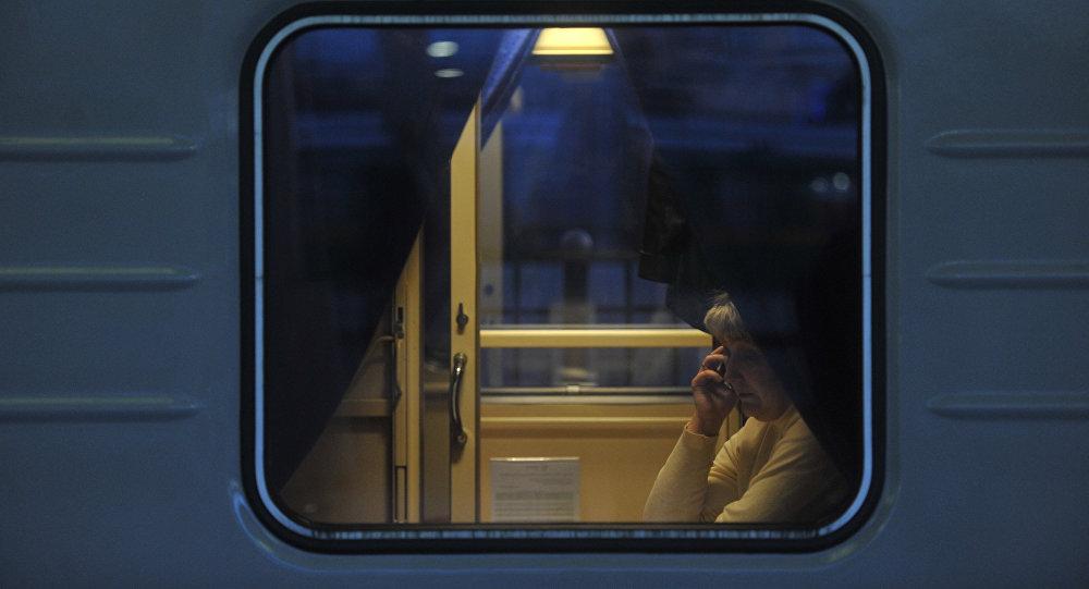 Запуск вагона-автомобилевоза в составе поезда  Лев Толстой