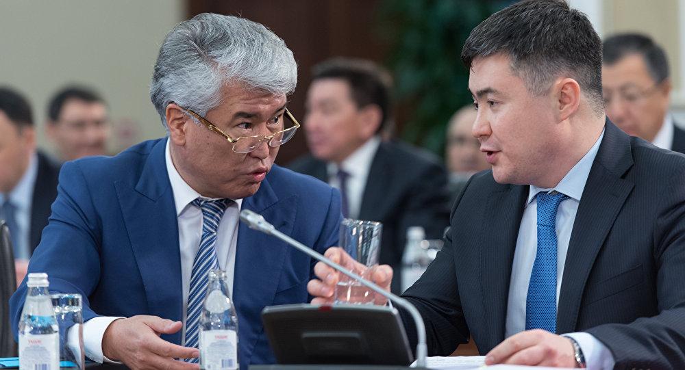 Арыстанбек Мухамедиулы (слева)