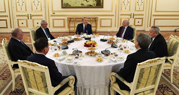 Встреча Нурсултана Назарбаева с представителями общественности, интеллигенции, политическими деятелями