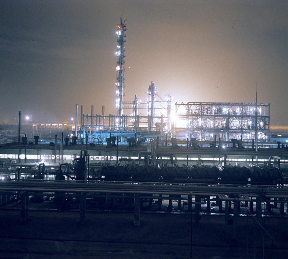 Казахский газоперерабатывающий комбинат в городе Шевченко