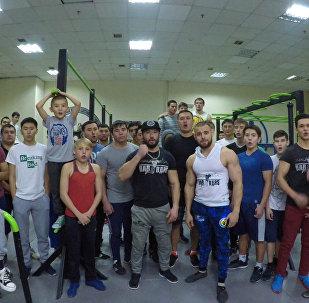 Спортсмены по Street workout желают участникам Ты супер! верить в себя