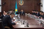 Бақытжан Сағынтаев министрлермен бірге