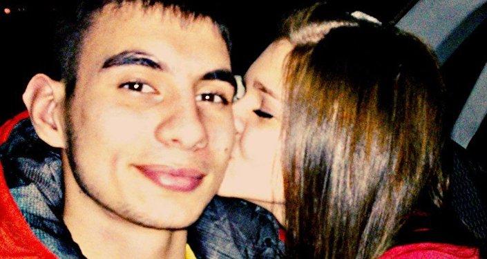 Игорь Нанаев со своей девушкой