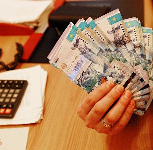 Казахстан ввел плавающий курс национальной валюты